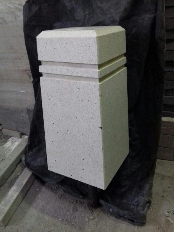 парковочный столбик из мозаичного бетона на белом цементе
