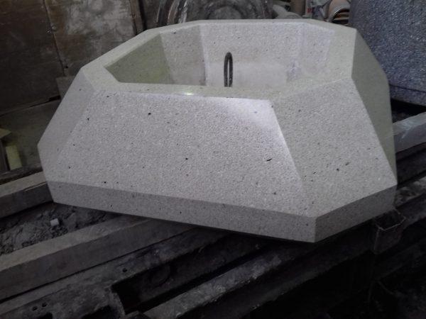 Вазон для цветов многогранник из мозаичного бетона, полимербетона, архитектурного бетона