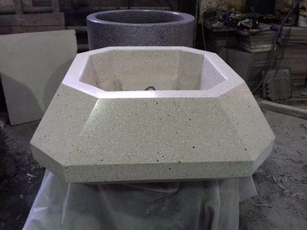 Вазон многогранник из мозаичного бетона, полимербетона, архитектурного бетона